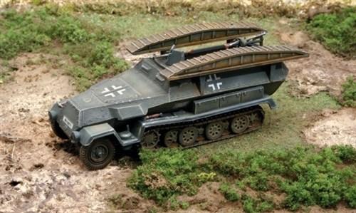 Бронетранспортер  Sd.Kfz. 251/7 Pionerpanzerwagen (1:72) - фото 36426