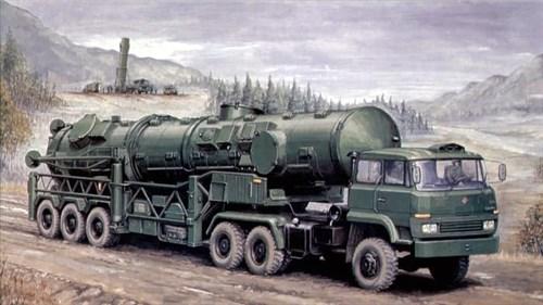 Купите Автомобиль  DF-1 с баллистической ракетой (1:35) в интернет-магазине «Лавка Орка». Доставка по РФ от 3 дней.