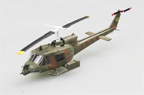 "Купите Вертолёт  UH-1B ""Huey"" (1:72) в интернет-магазине «Лавка Орка». Доставка по РФ от 3 дней."