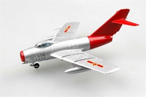 """Купите Самолёт  МиГ-15 """"Красный Лис"""" (1:72) в интернет-магазине «Лавка Орка». Доставка по РФ от 3 дней."""