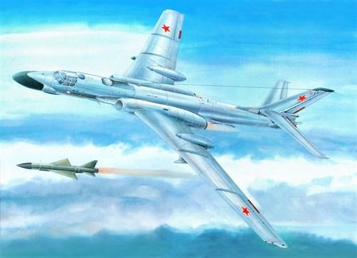 Купите Самолет  Ту-16К-10 (1:72) в интернет-магазине «Лавка Орка». Доставка по РФ от 3 дней.