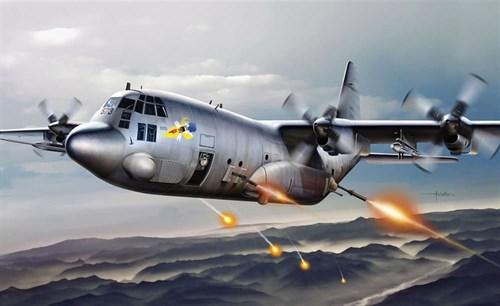 Купите Самолет  AC-130H SPECTRE (1:72) в интернет-магазине «Лавка Орка». Доставка по РФ от 3 дней.