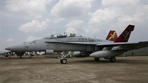 """Купите Самолет  USMC F/A-18D """"VMFA(AW)-242"""" LE: (1:32) в интернет-магазине «Лавка Орка». Доставка по РФ от 3 дней."""