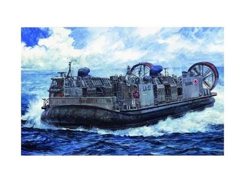 Купите Корабль  на воздушной подушке (1:144) в интернет-магазине «Лавка Орка». Доставка по РФ от 3 дней.