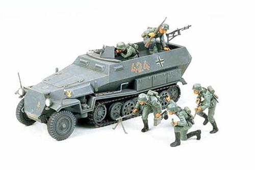 Нем. полуг. БТР Hanomag Sd.kfz251/1 c 5 фигурами в атаке - фото 60693