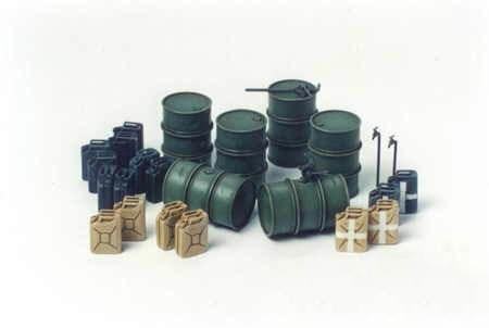 Немецкие 200л бочки для топлива (6 шт.), 20л канистры для воды и топлива - фото 66206