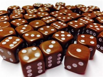 Кубик D6 коричневый с белыми точками 15 мм