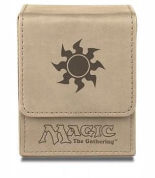 "Кожанная коробочка ""Ultra-Pro"" (маг., на 100 карт в протекторах): рисунок ""Символ Маны W"" 86106"