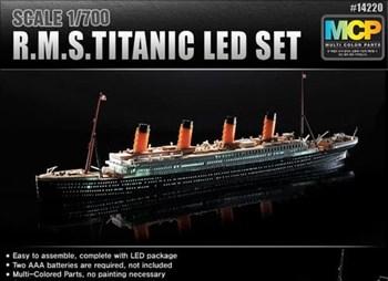 КОРАБЛЬ R.M.S. TITANIC + LED SET (1:700)