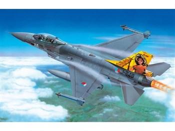 Купите Самолёт F-16 Fighting falcon (1:72) в интернет-магазине «Лавка Орка». Доставка по РФ от 3 дней.