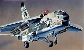 Купите Самолет  F-8E CRUSADER (1:72) в интернет-магазине «Лавка Орка». Доставка по РФ от 3 дней.
