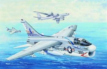 """Купите Самолет  А-7Е """"Корсар"""" (1:32) в интернет-магазине «Лавка Орка». Доставка по РФ от 3 дней."""
