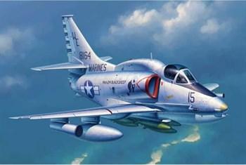 """Купите Самолет  А-4М """"Скайхок"""" (1:32) в интернет-магазине «Лавка Орка». Доставка по РФ от 3 дней."""