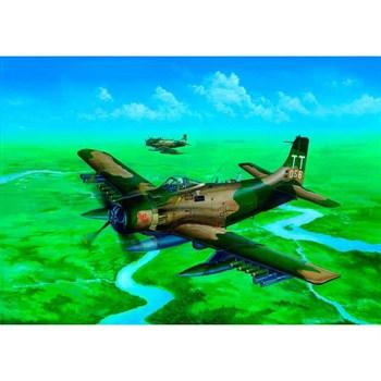 Купите Самолет  A-1H AD-7 Skyraider (1:32) в интернет-магазине «Лавка Орка». Доставка по РФ от 3 дней.