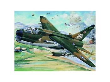 """Купите Самолет  A-7D """"Корсар"""" II (1:32) в интернет-магазине «Лавка Орка». Доставка по РФ от 3 дней."""