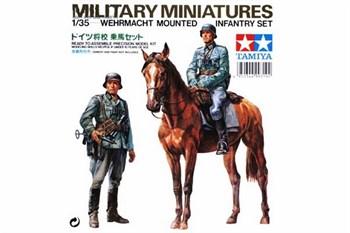Немецкие кавалерист и пехотинец