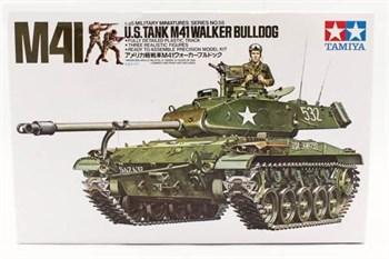 Американский танк M41 Walker Bulldog (1 фигура командира и 2-мя фигурами солдат)