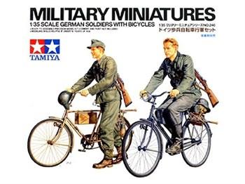 Нем. солдаты (2ф) с велосипедами (стоячие в М36 форме, в движении в М43)