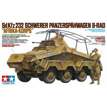 Немецкий четырехосный тяжелый бронетранспортер Sd.kfz.232, в комплекте две фигуры, алюминиевый ствол и фототравление. Африканский корпус.