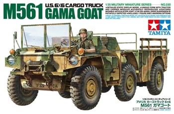 Американский автомобиль 6x6 M561 Gamma Goat с фигурой водителя.