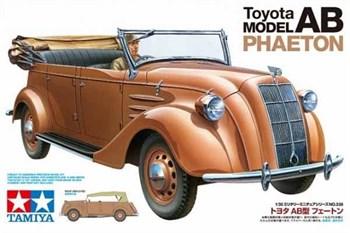 Японский штабной автомобиль Toyota Model AB Phaeton, с фигурой водителя