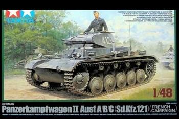 1/48 Нем. легкий танк Panzer II A/B/C с фигурой командира, три варианта декалей, 6-й, 35-й и 36-й танковых дивизий