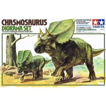 """Сборная модель 1/35 Диорамма """"Часмосаурус с фигурой детеныша, один человек, ящерица, черепаха, дерево, подставка в виде ландшафта"""". (Chasmosaurus Diorama Set) Tamiya"""