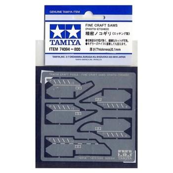 Набор тонких пилок-полотен толщиной 0,1мм ( 4 прямых полотна и 1 полукруглое). Изготовлены с помощью фототравления. Полотна рекомендуется устанавливать в цанговый зажим модельного ножа 74040.