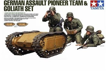 Немецкая передовая команда с гусеничной машиной Голиаф, три фигуры.