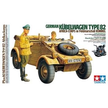 1/16 немецкий Kubelwagen Type 82 - Africa Corps, с фигурой водителя и фельдмаршала Роммеля. Очень давно не выпускалась.