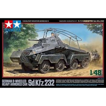 1/48 Немецкий восьмиколесный БТР Sd.Kfz.232 с одной фигурой
