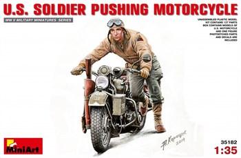 Мотоцикл  U.S. Soldier Pushing Motorcycle  (1:35)