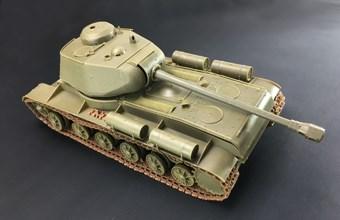 WWII Russian Heavy Tank KV-122  (1:35)